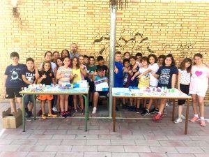 Los niños de 4º A del Colegio Amadeo Tortajada de Mislata realizan un mercado benéfico