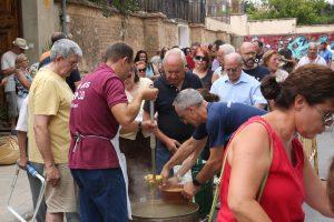 FESTES GODELLA 2018 Les calderes de Sant Antoni reunixen a nombrosses veïns i veïnes