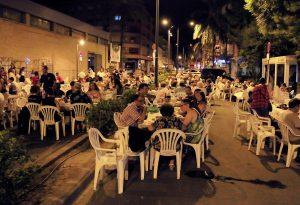 Moncada toma la calle para celebrar con amigos y familia la «Nit de l´embotit»