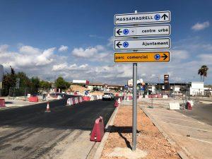 Última fase de les obres de construcció d'una nova glorieta en l'Avinguda de Barcelona a Museros