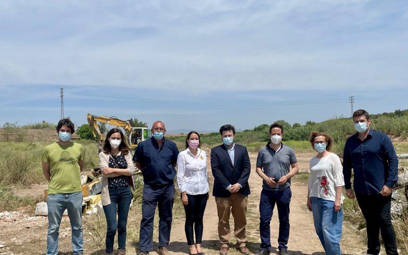 Las Alcaldesas de Alfara del Patriarca y Moncada y el alcalde de Foios visitan las obras de limpieza del barranco del Carraixet